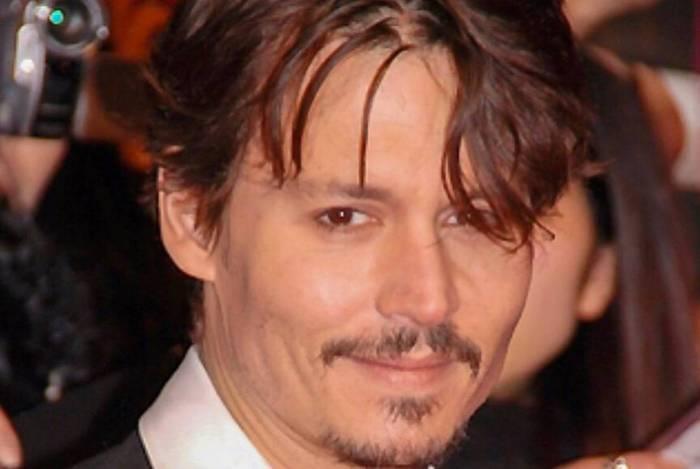 Johnny Depp cortou o próprio dedo para acusar a ex