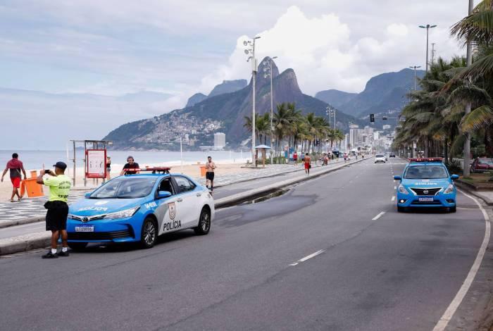 Fotos! Com praias vazias, PM orienta banhistas a irem para