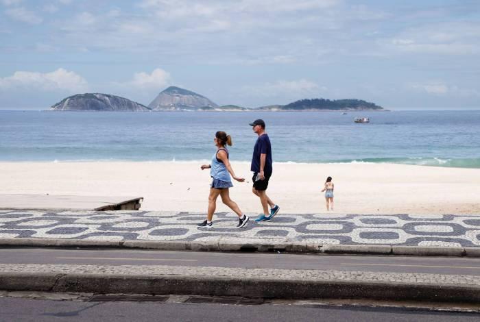 Clima tempo. Movimentacao reduzida em praias da Zona Sul, na manha deste domingo (22). Moviento reduzido na praia de Ipanema.