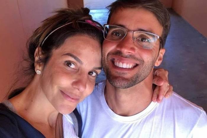 Ivete Sangalo faz competição de pum com o marido
