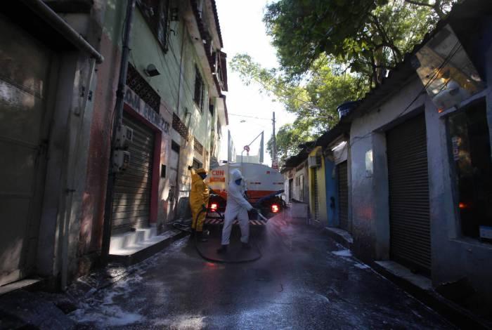 O produto quaternário de amônio de quinta geração é o mesmo usado na desinfecção das ruas da China