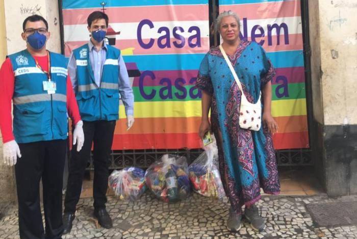 Erick Witzel entrega cestas básicas à população LGBT, no RJ
