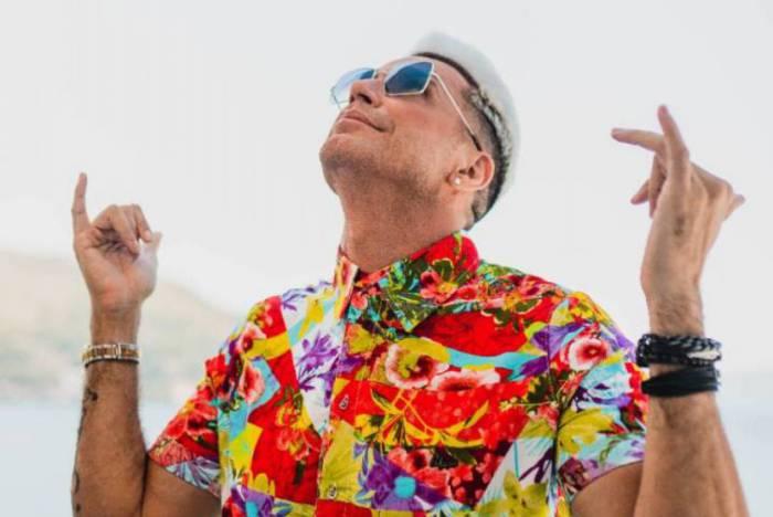 Latino grava novo clipe