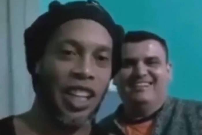 Ronaldinho manda recado para família de amigo