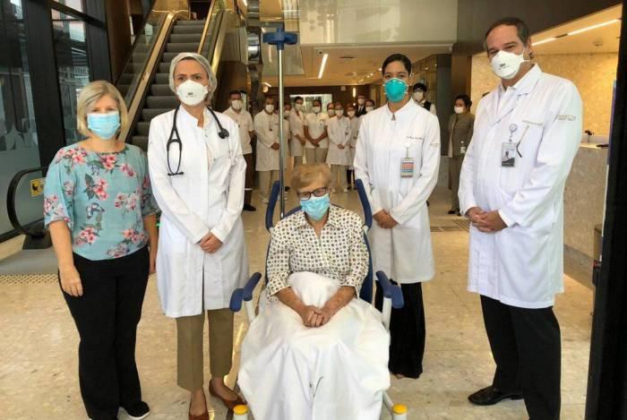 Idosa de 97 anos se cura da Covid-19, em São Paulo, e vai pra casa