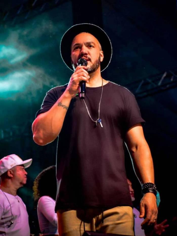 Belo tem se preparado para realizar live com os fãs