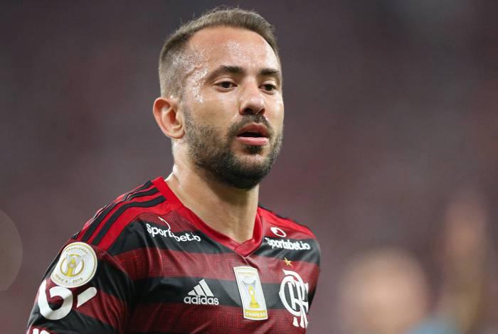 Ex-Flamengo rasga elogios a Everton Ribeiro: Tem capacidade t�cnica, t�tica e lideran�a