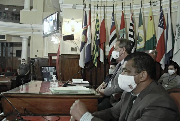Outra lei aprovada suspende cobranças referentes às novas instalações de esgoto pela Águas de Niterói