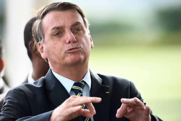Presidente Jair Bolsonaro distribui cargos a partidos do Centrão em busca de blindagem política