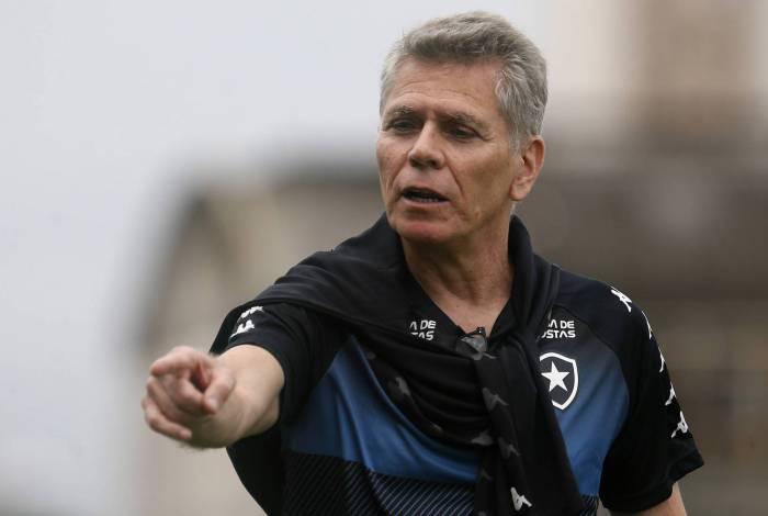 Paulo Autuori treina a equipe contra o Fluminense. Botafogo precisa vencer para ir à final