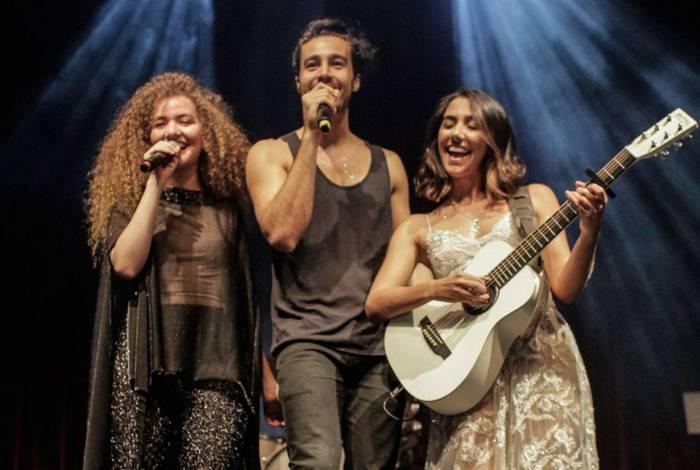 Tiago Iorc e a dupla Anavitória