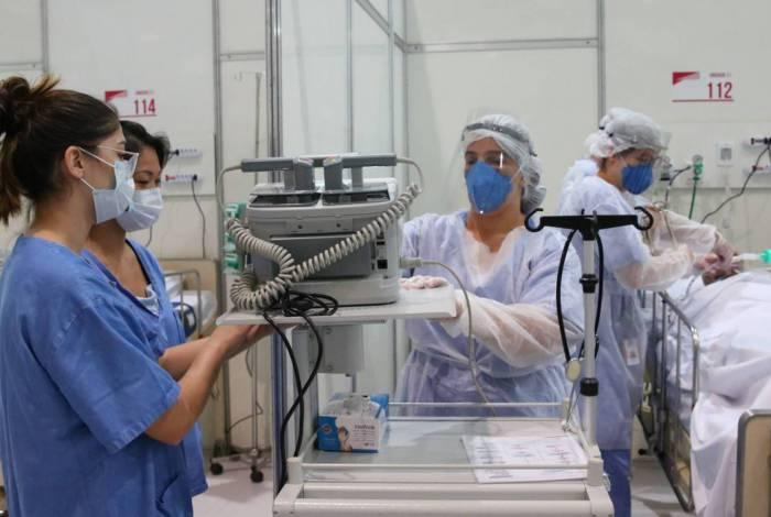 Secretaria de Saúde transfere pacientes de hospitais de campanha