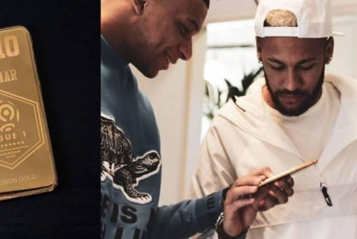 Neymar e seu celular de ouro