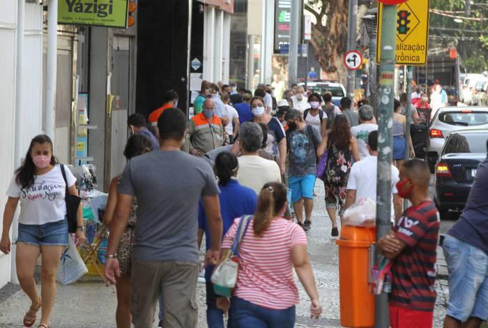 Calçadas lotadas na Rua General Roca, na Tijuca