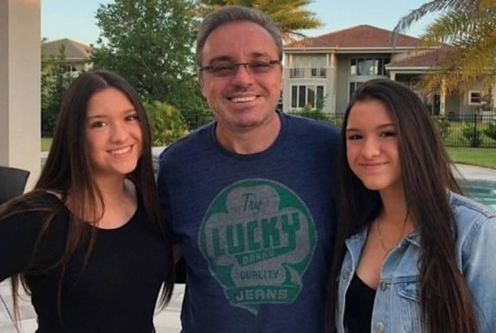 As gêmeas com o pai: derrota na Justiça para a tia, Aparecida Liberato