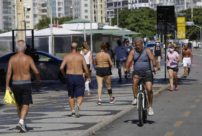 Movimentação na orla de Copacabana