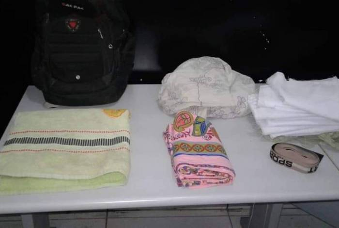 Objetos encontrados com o ladrão: tudo roubado de residências