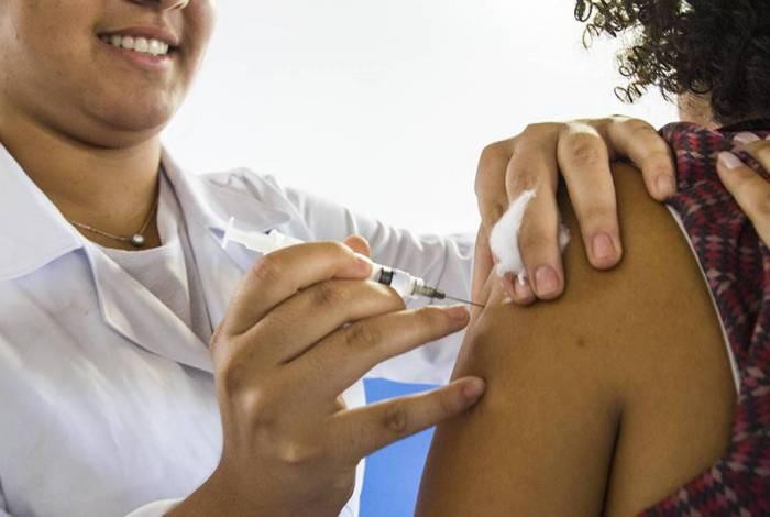 Vacina contra a gripe está sendo oferecida das 8h às 17h nas 233 unidades de Atenção Primária do município