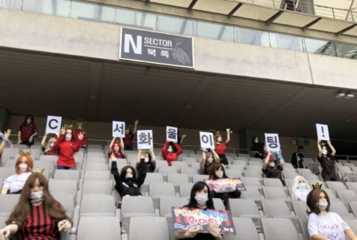 FC Seoul preencheu arquibancadas com bonecas infláveis