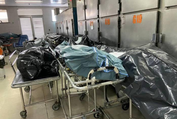 Corpos se amontoaram em corredor de hospital em Caxias