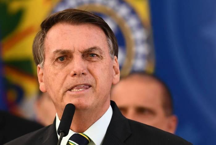 Na saída do Alvorada, Bolsonaro disse lamentar todos os mortos