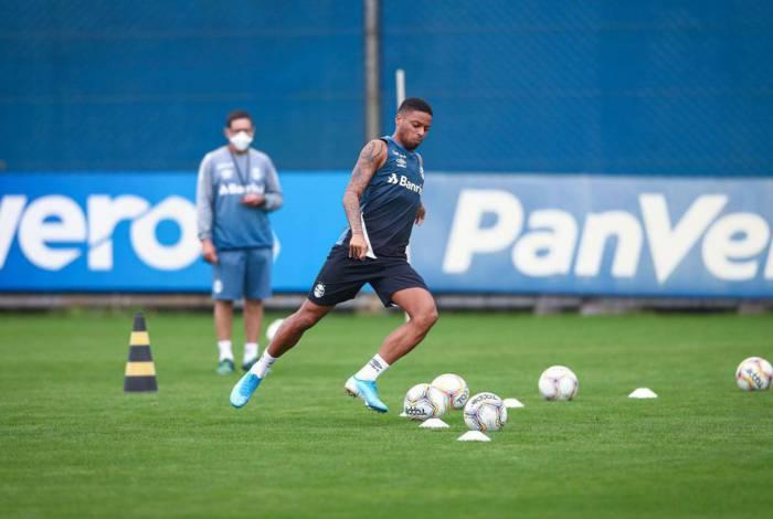 RS - FUTEBOL/GREMIO  - ESPORTES - Jogadores do Gremio realizam treino com bola durante esta quinta-feira na preparação para o retorno do futebol. FOTO: LUCAS UEBEL/GREMIO FBPA