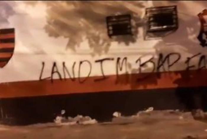 Muros da Gávea amanhecem pichados em protesto contra a diretoria