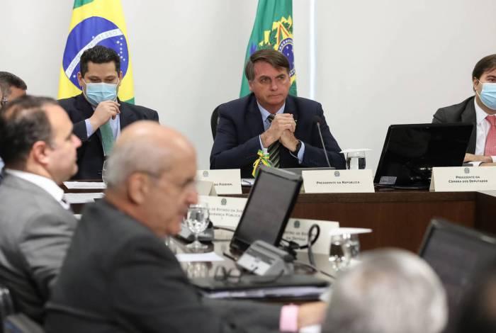O presidente Jair Bolsonaro ( Sem Mascara), presidentes da Câmara e do Senado durante Videoconferência com Governadores dos Estados, nesta quinta feira