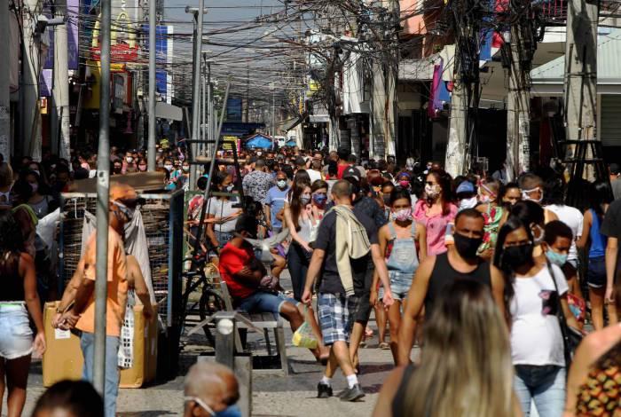 Retomada do comércio e mais pessoas nas ruas podem causar aumento no número de casos de Covid-19