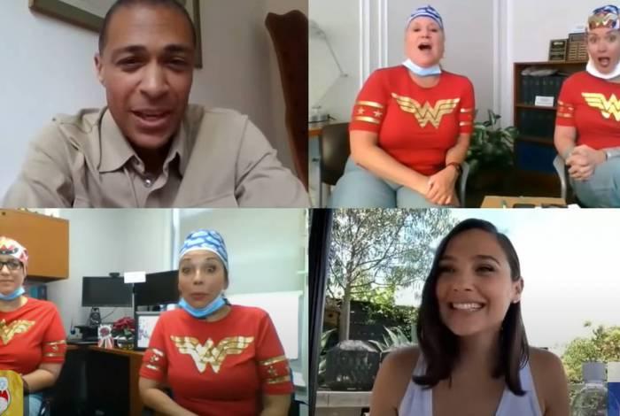 Gal Gadot, a Mulher Maravilha, faz surpresa para enfermeiras que combatem o coronavírus em roupas de heróis