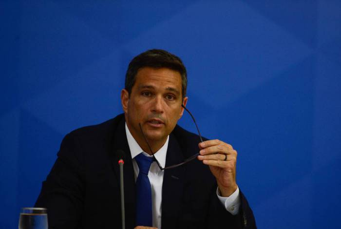 O presidente do Banco Central, Roberto Campos Neto fala à imprensa no Palácio do Planalto, sobre as ações de enfrentamento ao covid-19 no país