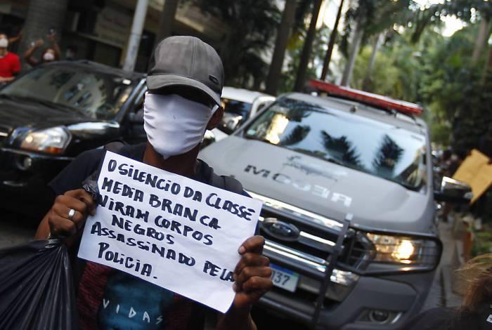 Rio de Janeiro 31/05/2020 - Protesto 'Vidas negras importam' no RJ tem confusão e bombas após encerramento. Foto: Luciano Belford/Agencia O Dia