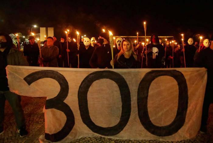Grupo 300 do Brasil, com a militante bolsonarista Sara Winter à frente