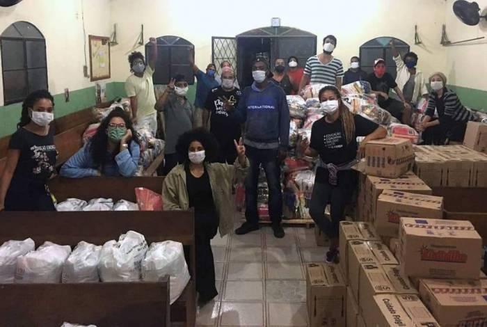 União coletiva da Zona Oeste entrega cestas básicas em favelas da região