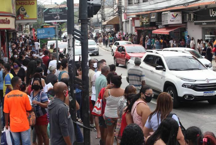 Ruas lotadas são reflexo do aumento populacional
