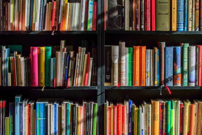 Livros poderão ser doados para aqueles que necessitam por meio do programa social