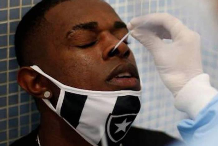 Botafogo vai testar elenco, funcionário e familiares por três dias
