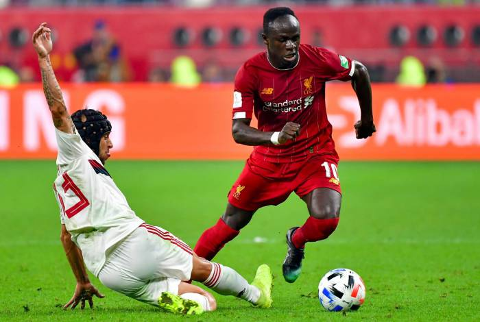 Liverpool's Senegalese striker Sadio Mane (R) dribbles past Flamengo's defender Rafinha during the 2019 FIFA Club World Cup Final football match between England's Liverpool and Brazil's Flamengo at the Khalifa International Stadium in the Qatari capital Doha on December 21, 2019