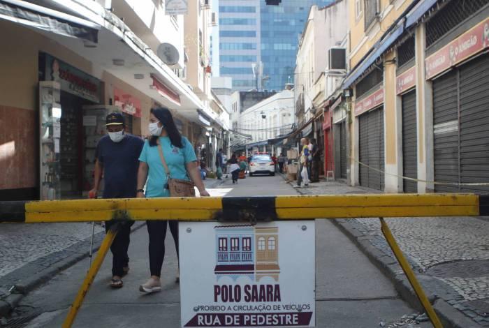 Rio de Janeiro - RJ  - 17/06/2020 - COVID 19 - Coronavirus no Rio -  Movimentaçao na cidade na manha de hoje, na foto, Rua Regente Feijo, centro do Rio, Polo SAARA -  Foto Reginaldo Pimenta / Agencia O Dia