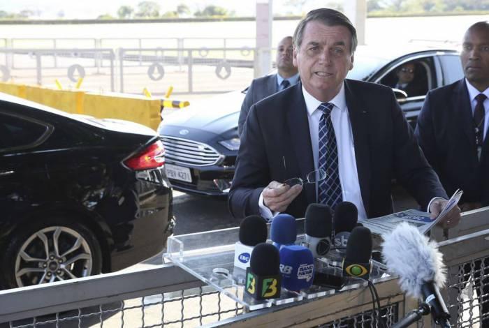 Brasilia DF 26 08 2019 O presidente Jair Bolsonaro fala á imprensa na saída do Palácio da Alvorada hoje(segunda) pela manhã foto- Antonio Cruz/Agencia Brasill