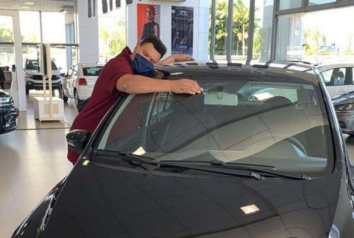 Babu Santana busca carro que ganhou dentro do 'BBB'