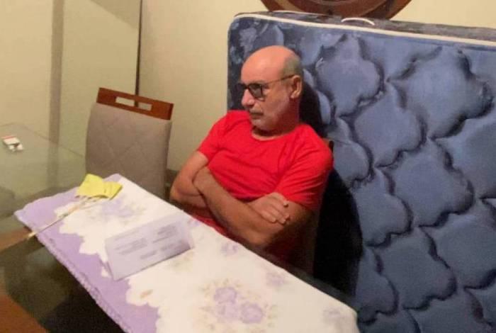 Momento da prisão de Fabrício Queiroz, em Atibaia, interior de São Paulo