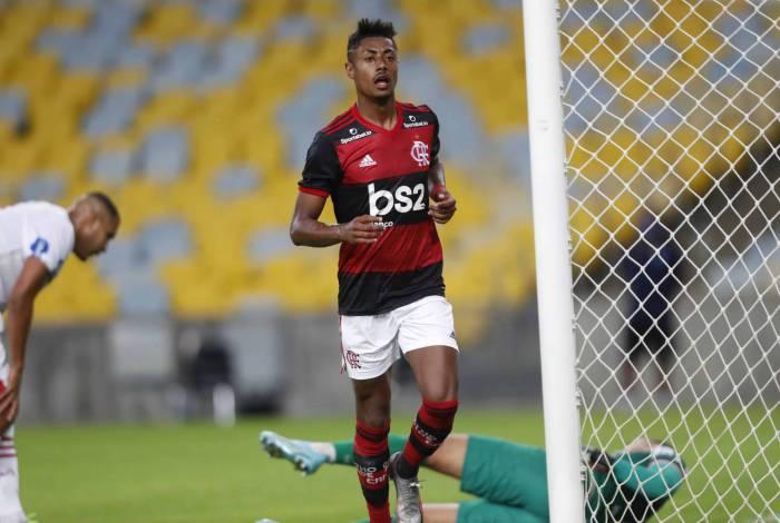 De cabeça, Bruno Henrique marcou o segundo gol do Flamengo