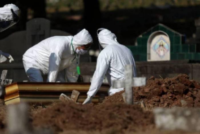 Mortes por coronavírus no Brasil passam de 143 mil