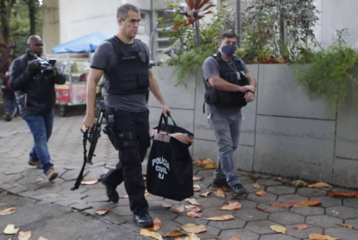 Material apreendido foi levado para a Delegacia de Homicídios da Capital, na Barra