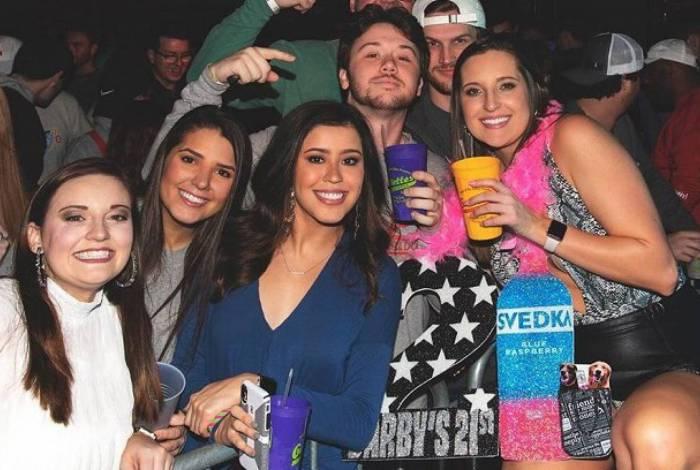 Jovens criam 'festa da Covid-19' e apostam quem será infectado primeiro