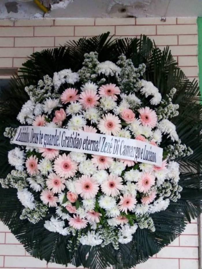 Zezé e Luciano enviam coroa de flores a Luizinho Drumond