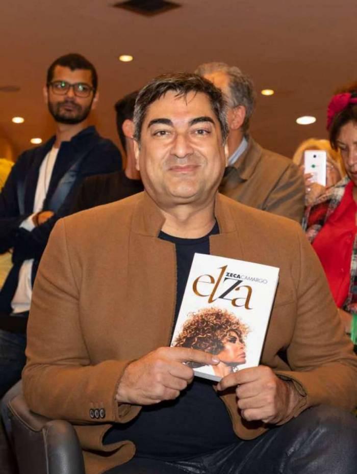Zeca Camargo lança biografia de Elza Soares
