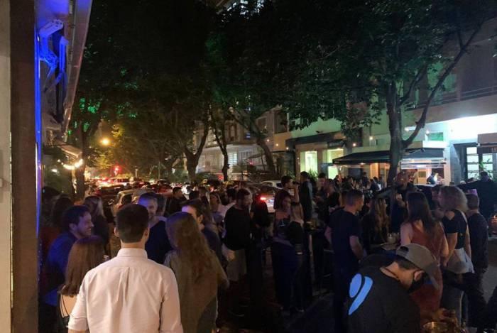 Aglomeração em bares do Leblon na quinta-feira, dia 2 de julho, o primeiro dia de flexibilização
