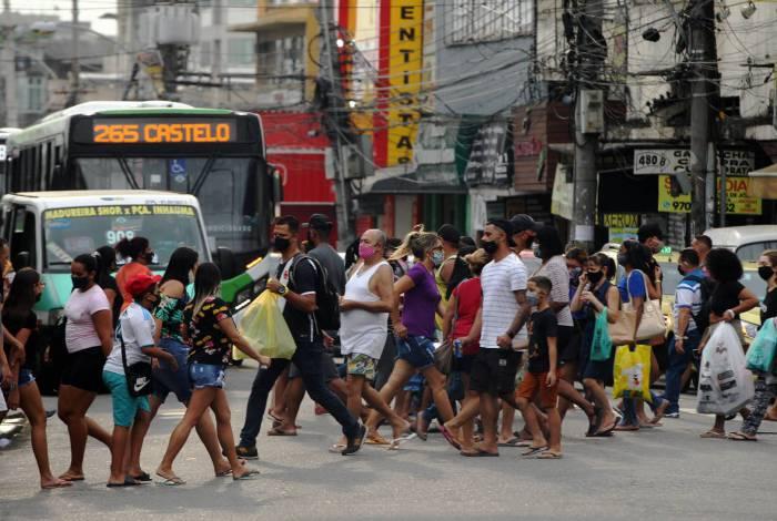 Aglomeração em Madureira, no Rio de Janeiro. Estado é o segundo com mais casos de mortes pela covid-19
